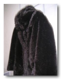 毛皮のコート横(アトリエサブ)